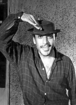 Yeşilçam'ın efsane aktörü Sadri Alışık bir çok filmde oynadı. Ama kuşaklar boyunca hiç unutulmayan rolü Turist Ömer oldu.